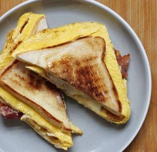 One pan breakfast toastie